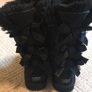 Black bow UGGs size 13